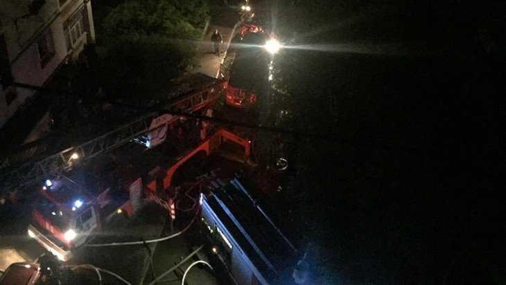 Гении архитектуры: в тесном дворе Брянска застряли пожарные машины