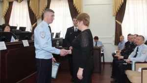 Глава Брянского УМВД Толкунов наградил бдительных работников торговли