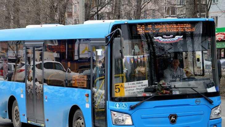 На пяти маршрутах в Брянске автобусы стали работать после 22.00
