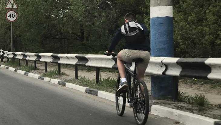 В Брянске шальной велосипедист привел в изумление сотрудников ГИБДД