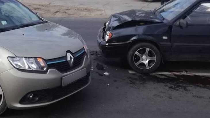 Карачевский пенсионер на ВАЗе «боднул» Renault