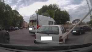 В Брянске водителя скорой помощи наказали за опасный маневр на дороге
