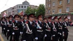 В Брянске на главном проспекте начался Парад Поколений