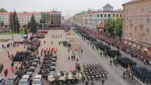 По проспекту Ленина прошло шествие парадных расчетов Брянского гарнизона