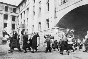 Как праздновали победу в Брянске в 1945 году