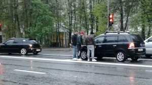 В Брянске «конкретные пацаны» устроили разборки на дороге у светофора