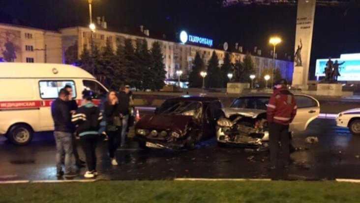 В Брянске у площади Партизан случилось страшное ДТП с 2 легковушками