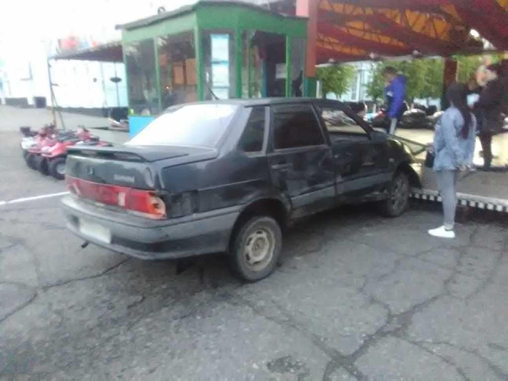 Пьяный водитель въехал в аттракцион в Брянской области