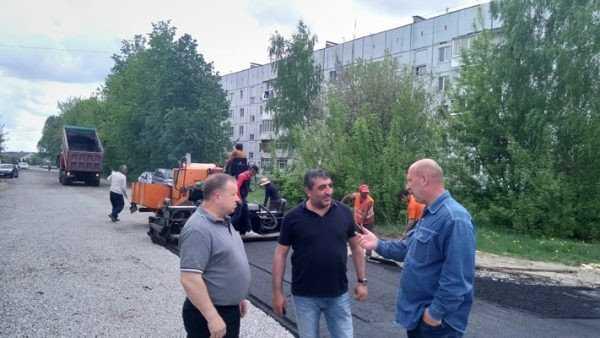 На улице Строителей в Жуковке в рекордные сроки заасфальтируют дорогу