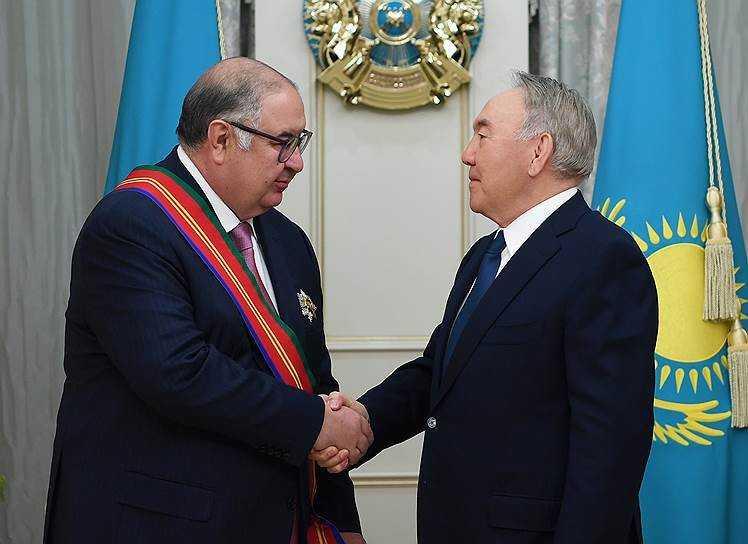 Нурсултан Назарбаев вручил миллиардеру Усманову орден Дружбы