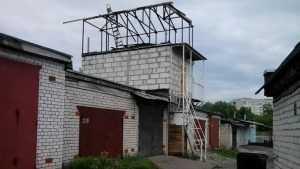 В Брянске построили 3-этажный чудо-гараж для холостяков