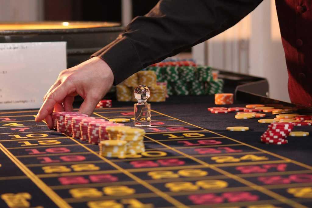 За организацию подпольного казино перед судом предстанут 11 брянцев