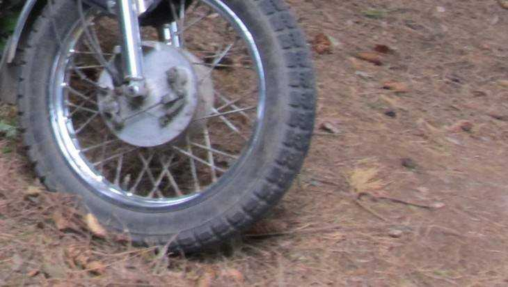 Под Брянском мотоциклист врезался в Hyundai и сломал себе нос