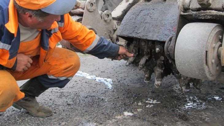 Брянские дорожники продолжили ремонтные работы в выходные
