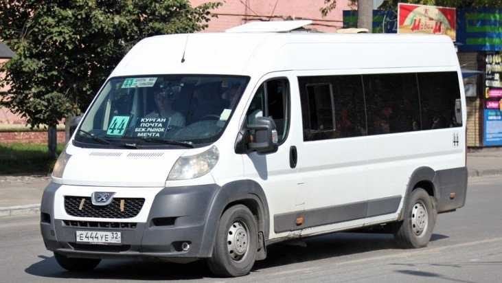 В центре Брянска 72-летняя женщина разбилась в маршрутке № 44