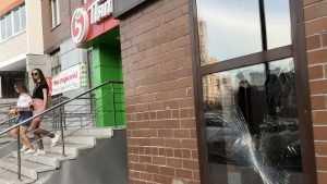 Возле нового магазина «Пятёрочка» брянцы отличились вандализмом