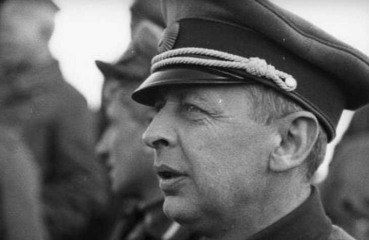 Брянские и московские либералы сделали своим знаменем стукача НКВД