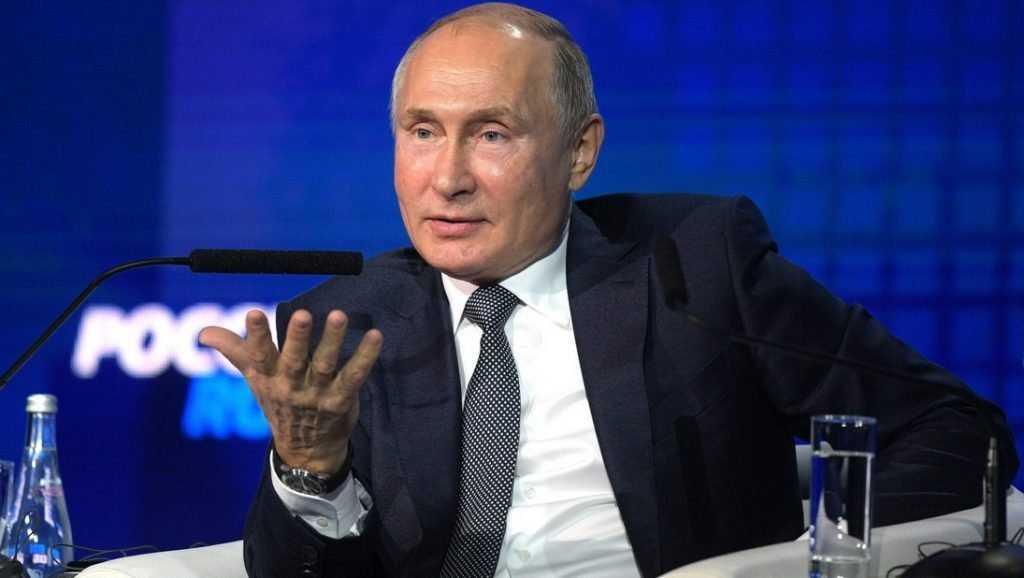 Путин рассказал, как носил на руках соседку