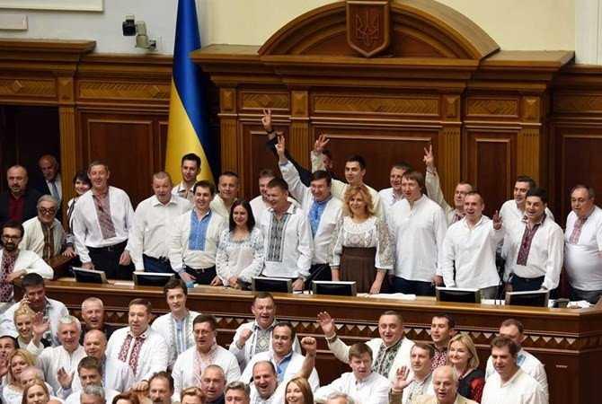 Вышиванку назвали символом воровства на Украине