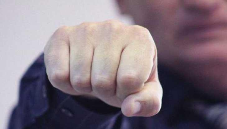 Житель Брянска в пьяном угаре сломал нос 34-летнему мужчине