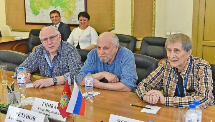 В Брянск приехали известные актёры Валерий Баринов и Игорь Ясулович