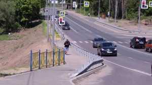 Опасный размыв дамбы в 5 микрорайоне Брянска временно замаскировали