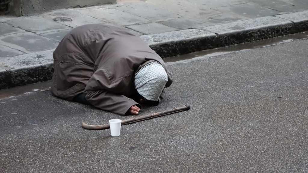 «Граждан РФ погружают в искусственную нищету»