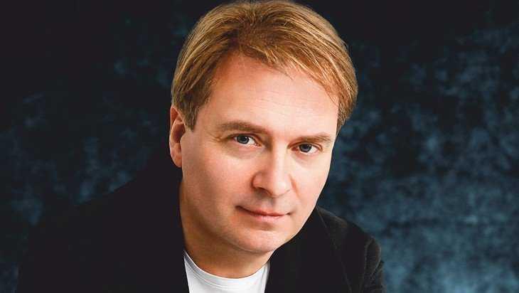 В Брянске выступит певец и композитор Александр Добронравов