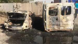 Под Брянском огонь уничтожил «Ауди А5» и микроавтобус