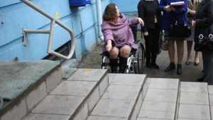 Административные здания в Брянске оказались недоступны для инвалидов