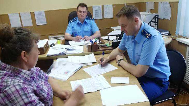 Заместителя брянского прокурора попросили о помощи 9 жителей Суража