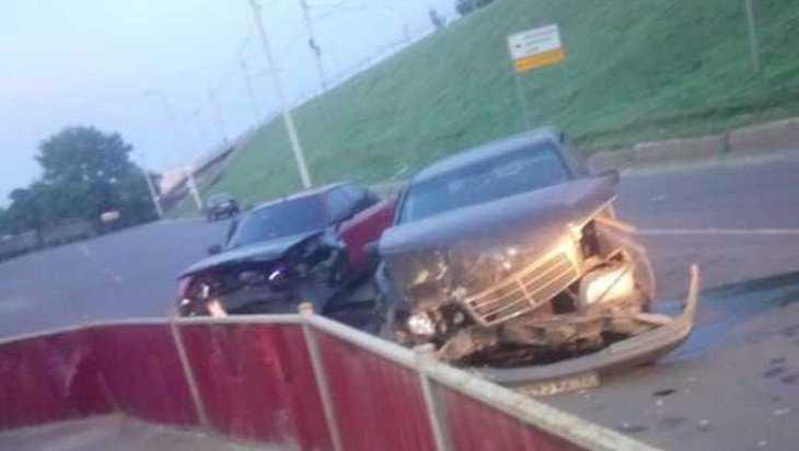 В Брянске на проспекте произошло серьёзное ДТП с двумя легковушками