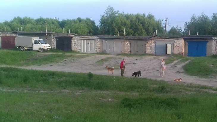 В Брянске дороги к гаражным кооперативам стали беспризорными
