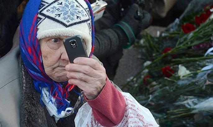 На Украине решили каждой бабушке выдать по смартфону