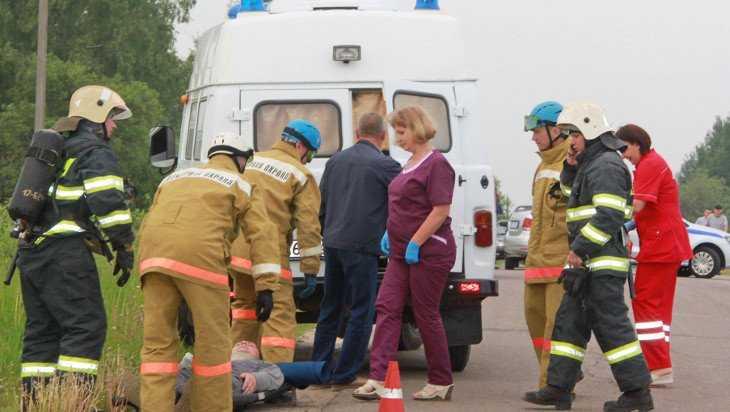 В Брянске прошли учения по спасению людей в загоревшемся в ДТП автобусе