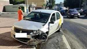 Брянский таксист после ДТП испугался проверки на алкоголь