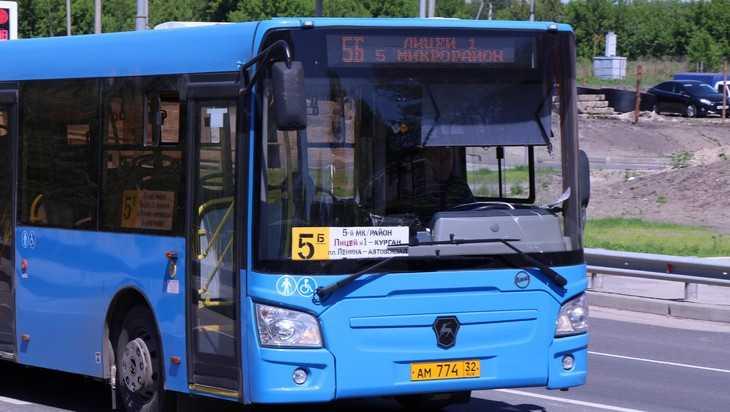 В Брянске водителей городских автобусов-«васильков» оденут в униформу