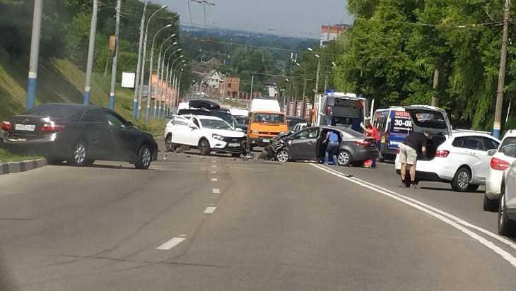 В Брянске в массовом ДТП на Городище пострадал водитель Kia