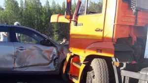 Под Брянском в ДТП с КамАЗом водитель «Рено» получил два перелома