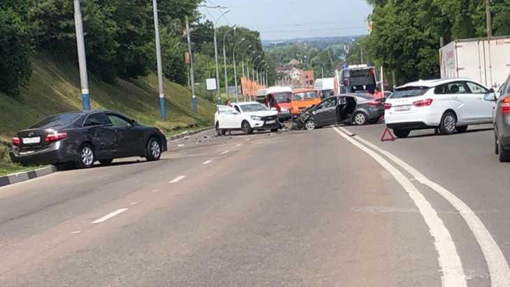 В пятничном ДТП на Городище в Брянске пострадали три человека