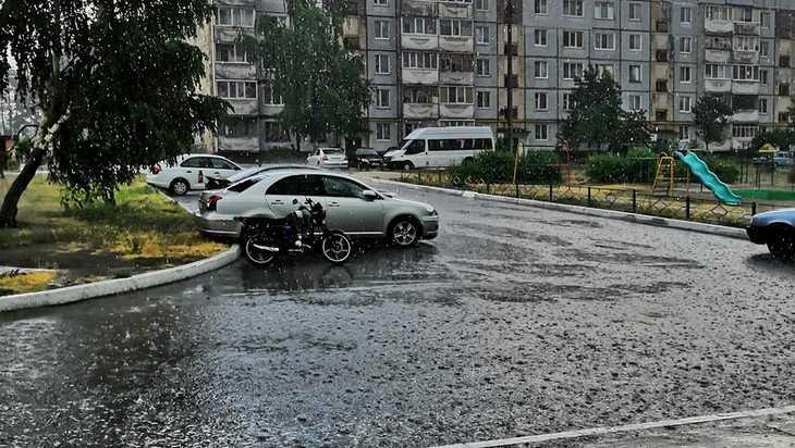 На половину Брянска обрушился ливень с градом