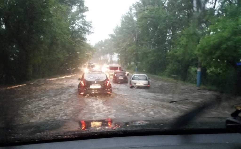 В Брянске на дороге «утонули» машины после ДТП