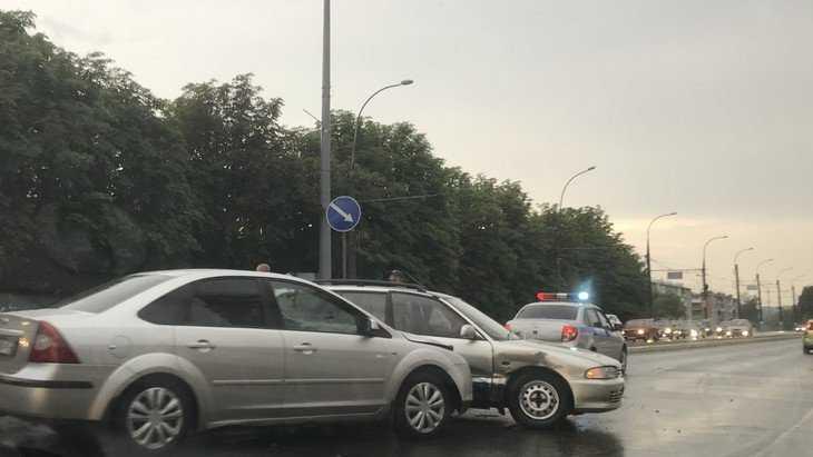 В Брянске из-за нехватки благородства пострадали два водителя