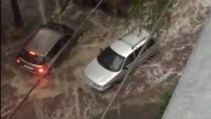 В Брянске сняли видео грязного потопа в переулке Пилотов
