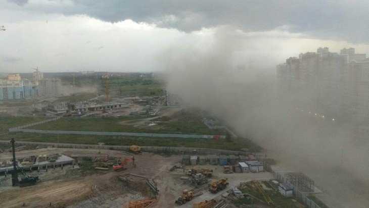 В Брянске перед грозой сняли видео угрожающей песчаной бури