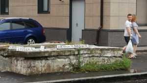 Брянцы потеряли автомобильные номера во время ливня