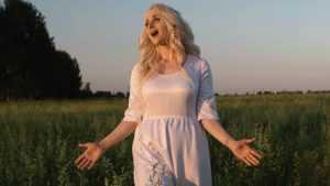 Брянская певица Иванка представила клип на песню «Эхо войны»