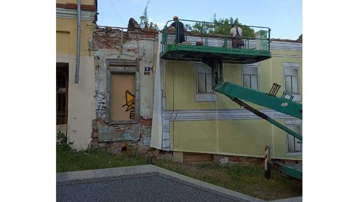 Брянцев рассмешила маскировка старых зданий на бульваре Гагарина
