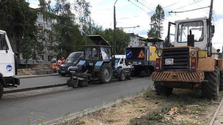 В Брянске на Авиационной улице с дороги стали срезать старый асфальт