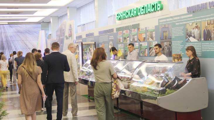 Брянская выставка в Госдуме привлекла внимание депутатов